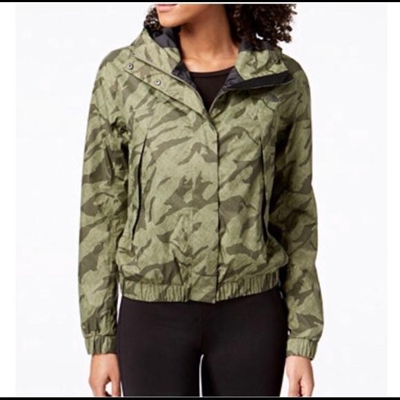 d3d6a42f8 North Face Precita Rain Jacket camo S NWT
